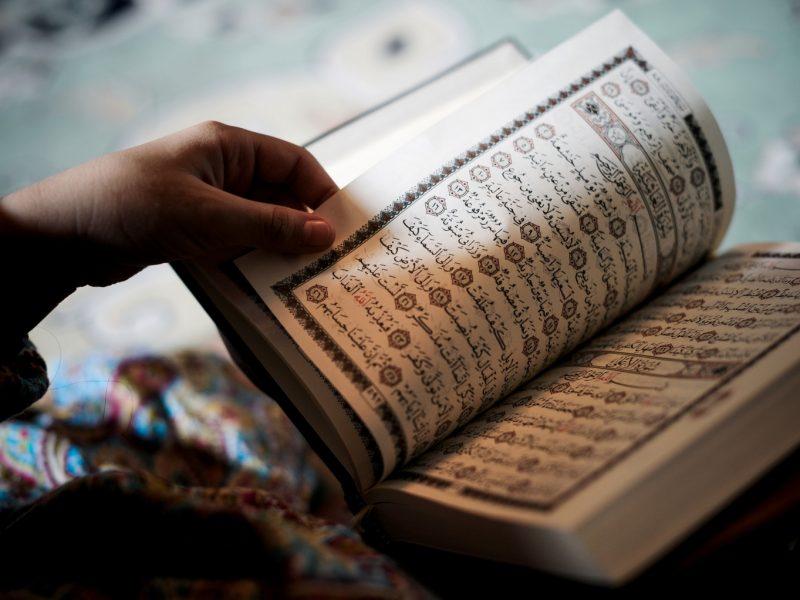 صورة هل يجوز قراءة القران بدون وضوء , حكم قراءة القران بدون وضوء