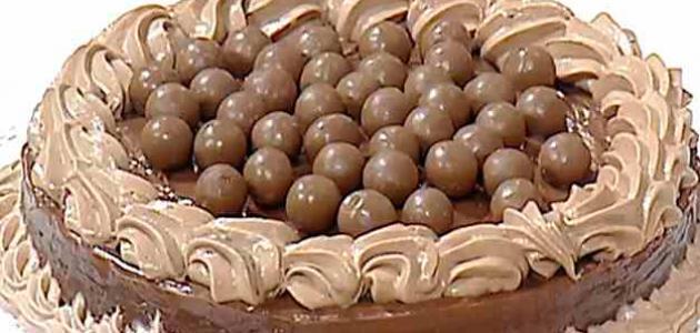 صورة طريقة تزيين كيكة الشوكولاته , كيف تزين التورتة بطريقة جميلة 6530 1