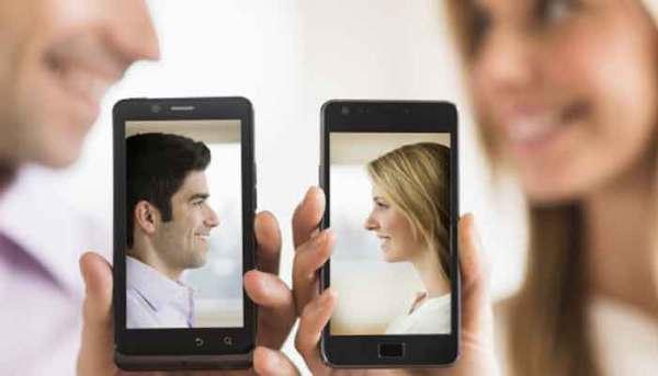 صوره كيف اجعل حبيبي يحبني بجنون عبر الهاتف , كيف يحدث الحب من خلال الهاتف
