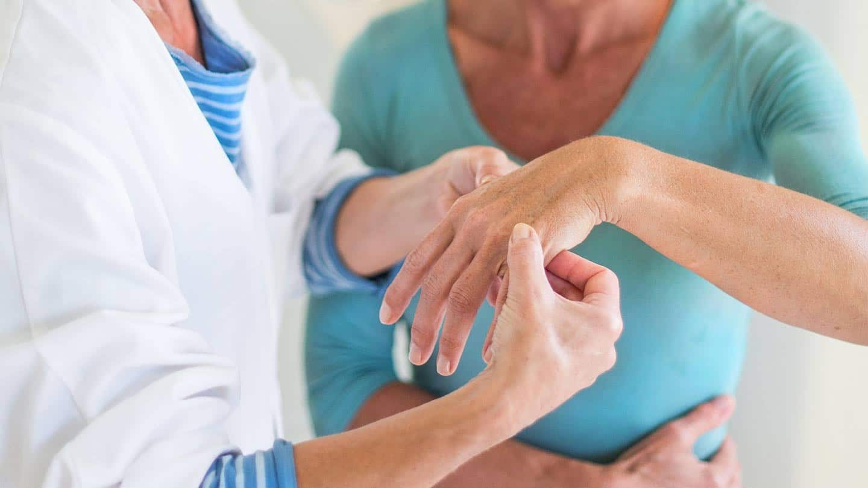 صورة اعراض الروماتيزم , شاهد بالفيديو اسباب واعراض الروماتيزم