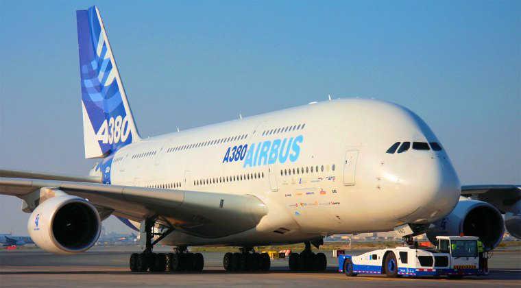 صورة اكبر طائرة في العالم , طائرة ضخمة لن تصدق حجمها !