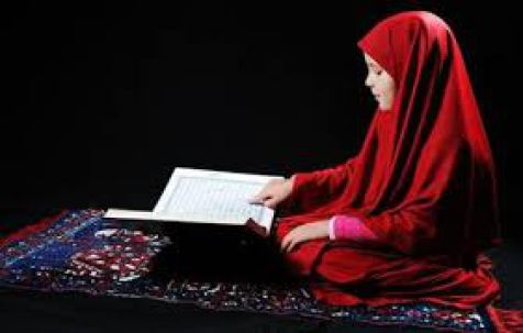 بالصور هل يجوز قراءة القران بدون حجاب , جواز قراءة القران دون تغطية الشعر 2789 2