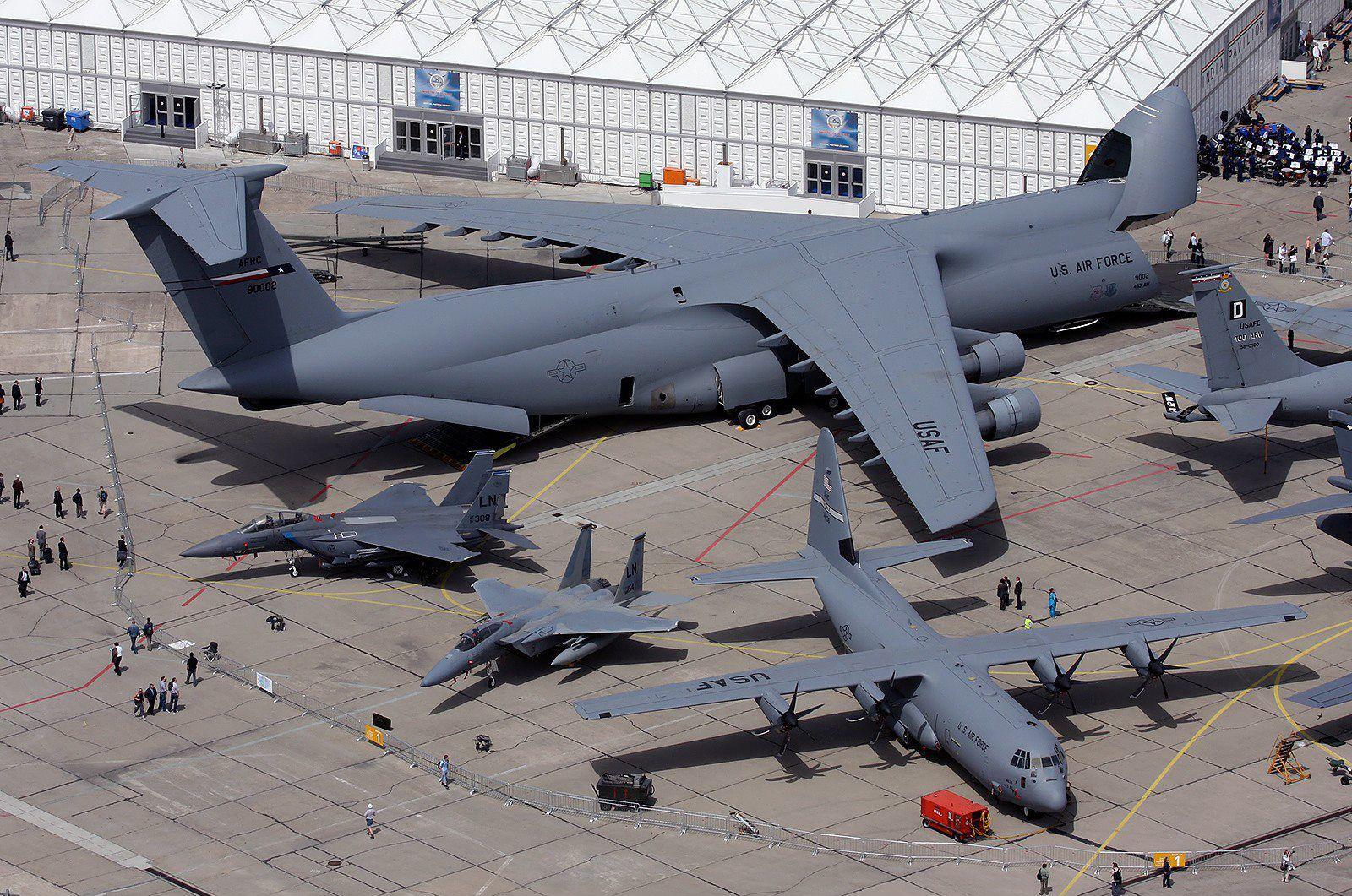 بالصور اكبر طائرة في العالم , طائرة ضخمة لن تصدق حجمها ! 3268 12