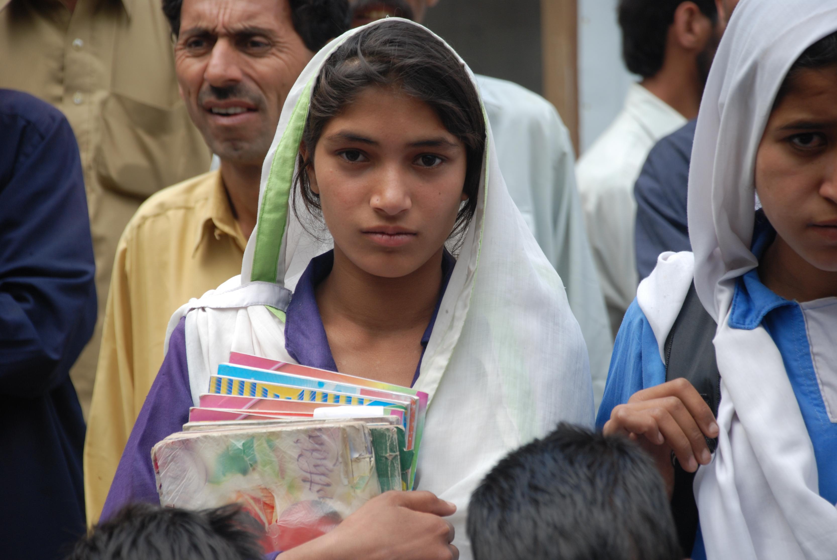 بالصور بنات المدرسه , صور جميلة لبنات في مرحلة الدراسة 3356 9