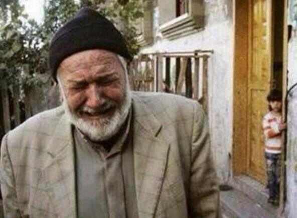 بالصور رجل يبكي , دموع الرجال غالية 3476 10