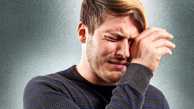 بالصور رجل يبكي , دموع الرجال غالية 3476 3