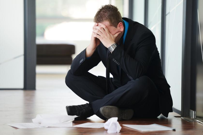 بالصور رجل يبكي , دموع الرجال غالية 3476 4