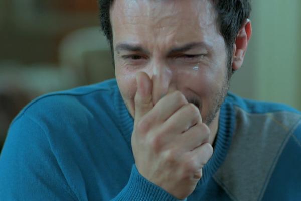 بالصور رجل يبكي , دموع الرجال غالية 3476 9