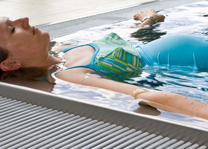صور هل السباحة مضرة للحامل , السباحة اثناء الحمل